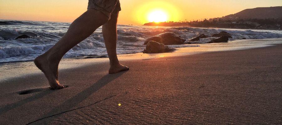 Beneficios de pasear por la playa en invierno por Estepona 01