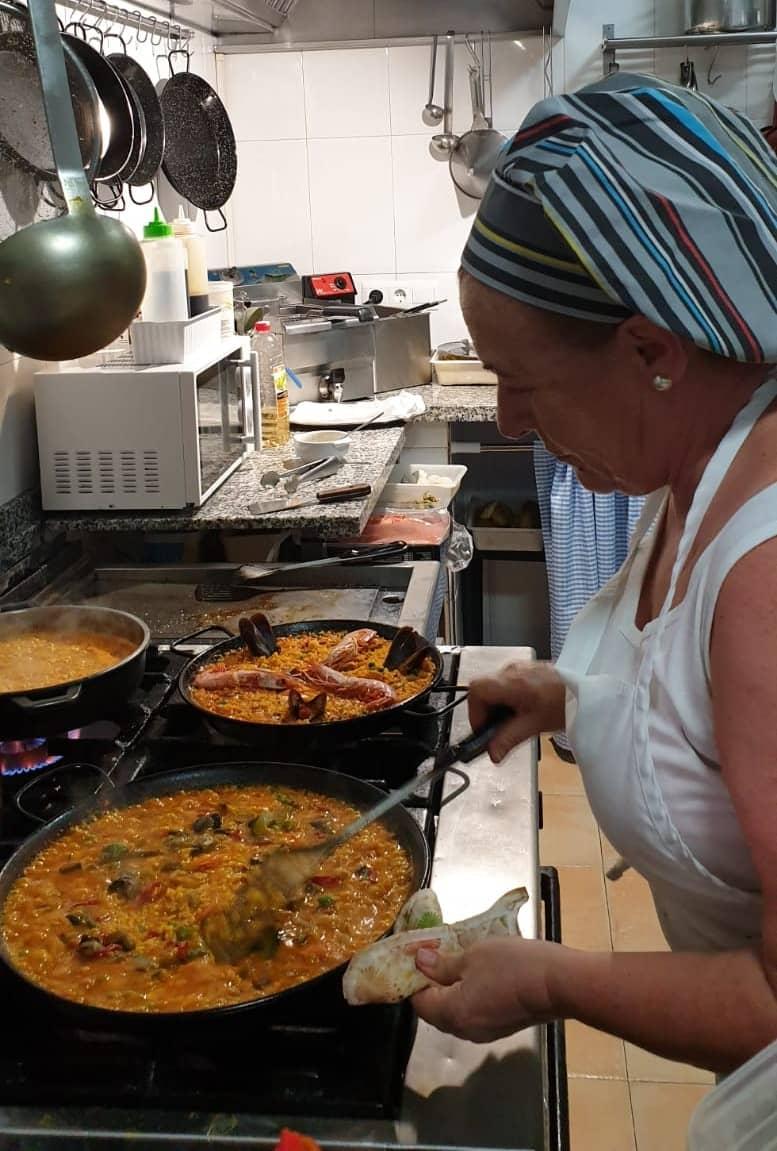Ana Moreno, chef de los mejores arroces Estepona El Hatillo.jpeg